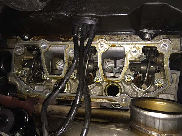 ポルシェ 993 エンジンオイル漏れ 故障修理