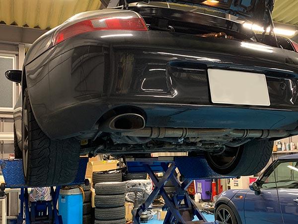 ポルシェ 911 カレラ 996型 エンジンオイル漏れ