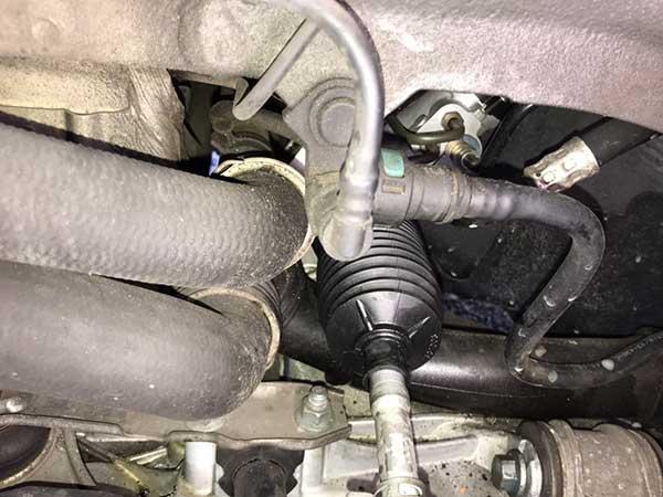 ポルシェ 911/997 エンジンルームより異音 パワーステアリングオイル漏れ